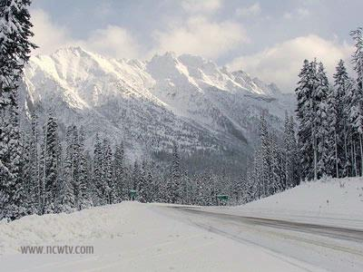 North Cascades Highway closes
