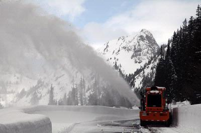 SR 410 Chinook Pass reopens